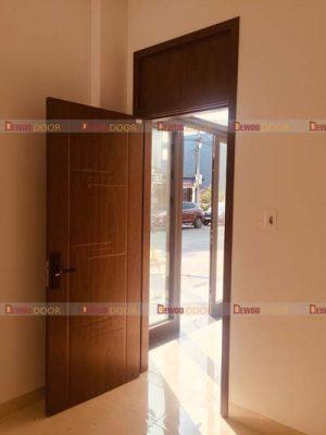 cửa gỗ nhựa composite của thông phòng
