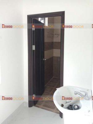 cửa nhựa vân gỗ pvc phòng vệ sinh
