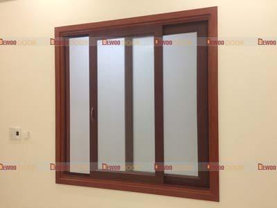 cửa sổ lùa nhựa 4 cánh lắp kính cua dewoo door