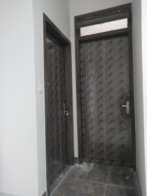 bàn giao cửa gỗ nhựa composite nhà anh Lương